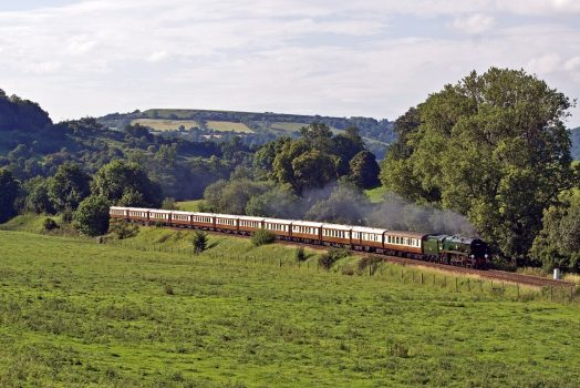 Belmond British Pullman steaming through English countryside (PULL-EXT-14) ©Paul Blowfield